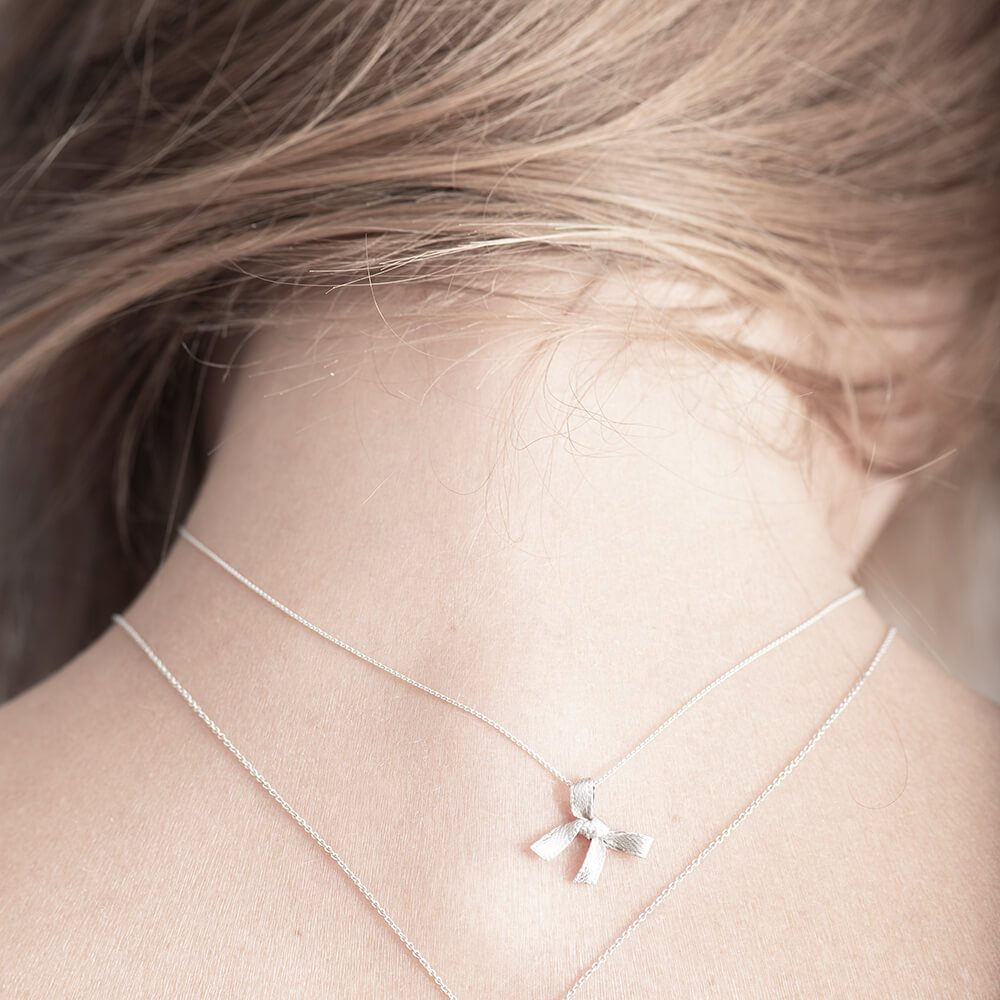 Minimalistic silver necklace, detailed bow shape