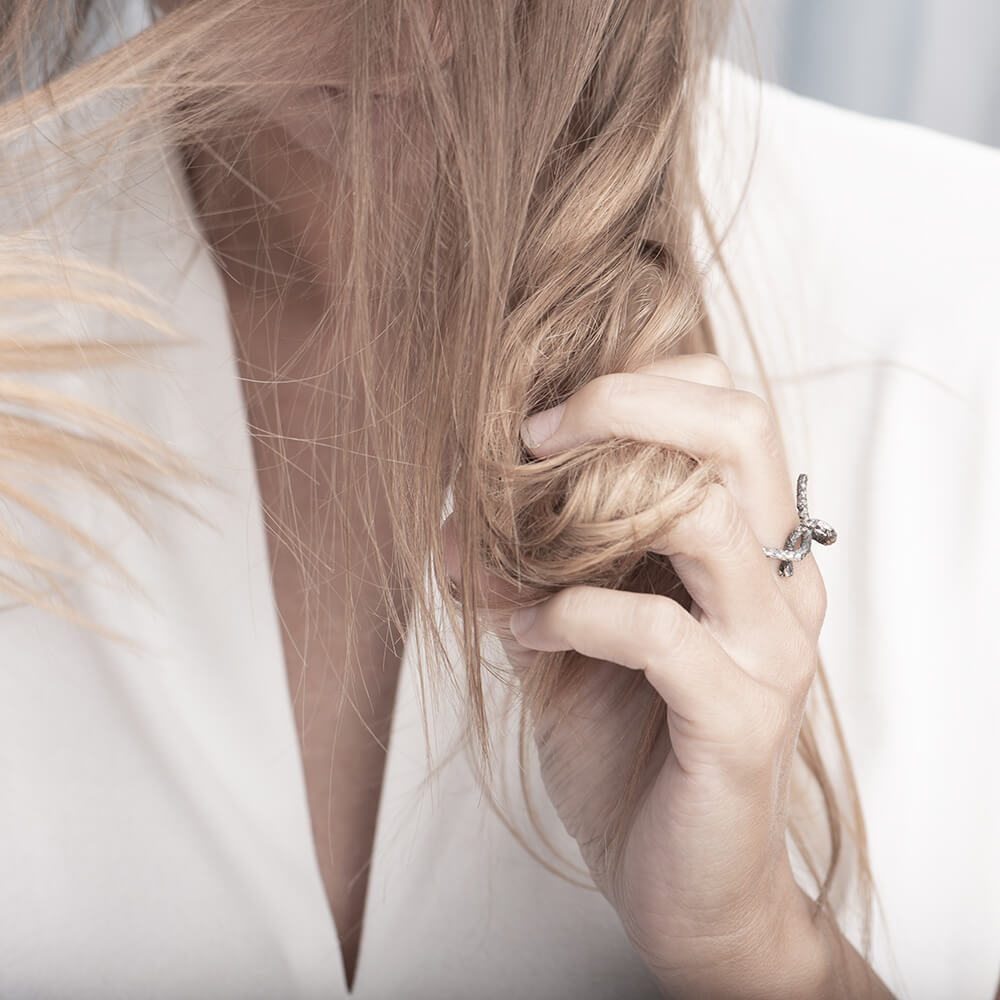 Open knot silver ring, details