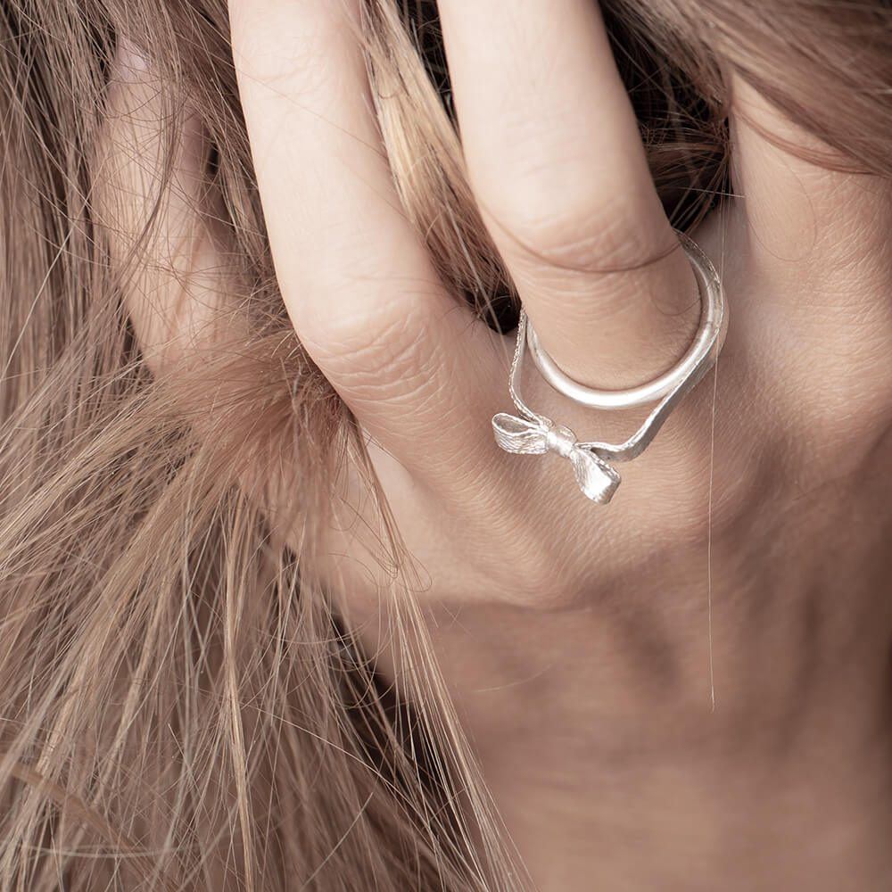 Minimalistic sterling silver ring, bow